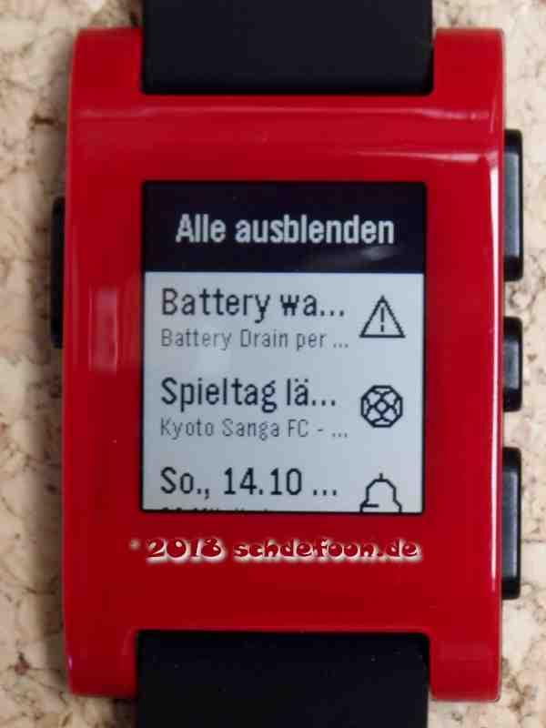Aufnahme einer Smartwatch mit Nachrichten und unterschiedlichen Symbolen
