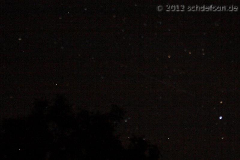 Sternschnuppe fliegt durch das Bild