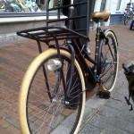 Fahrrad am Laternenmast