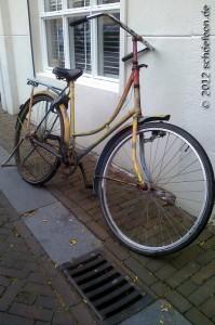Rostiges altes Fahrrad