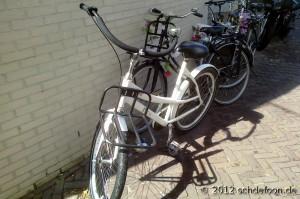 Kleineres weißes Fahrrad