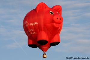Heißluftballon in der Form eines Sparschweins